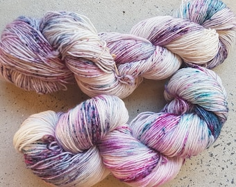 Hand dyed superwash blue faced leicester speckle sock yarn