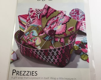 """Prezzies Pattern - Lazy Girl Designs - A Gift Wrap That's a Present In Itself - 5"""" X 5"""" - Great Gift - Re-Usable Gifting Idea"""