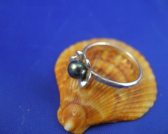 Black Pearl Flower Silver Ring - ElenadE