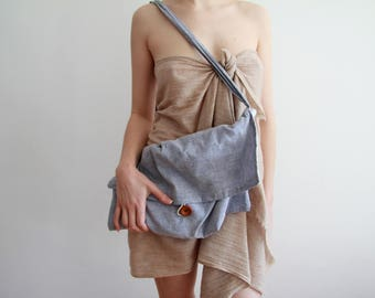 Linen shoulder bag with wooden or leather buttons