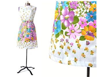robe des années 1960, robe à imprimé fleurie, robe vintage, robe fleurie, robe de Pâques, des années 60 robe, robe de jour, robe en coton, robe fourreau, petite robe