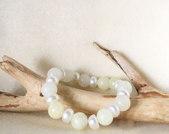 Yellow and Pearl Beaded Stretch Bracelets, Yellow Stone Bracelet, Crystal Stretch Bracelet, Gift for Mom, Easter Gifts, Spring Bracelet