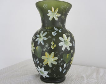 ON SALE Vase dark green with white and yellow daisies, hand painted, Birthday, Anniversary, Bridal shower, Housewarming, Teachers gift