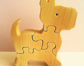 Puzzle wooden four pieces for the awakening of children.