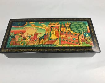 Exquisite Russian Laquered Miniture Painted Paper Mache Box