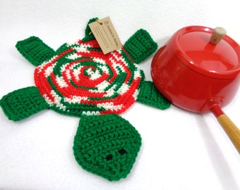 Turtle Hot Pad Crocheted Christmas Colors Pot Holder, Gift for Teacher, Fun Kitchen Accessory, Present for Friend, Christmas Decoration