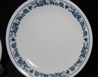 Set of 4  8.5 lunch or salad plates Corelle Old Town Blue or Blue Onion small lunch plates