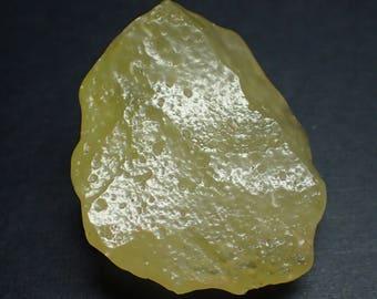 Libyan Desert Glass natural stone - 31gm / 45mm x 36mm x 21mm (F53607)