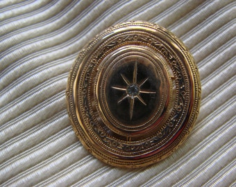 Vintage Avon New in Box Goldtone Precious Pictures Pin/Lapel Pin/Broach