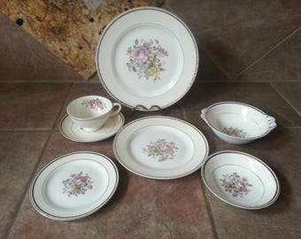 Homer Laughlin, English Regency Pattern Georgian Eggshell China Set for Four, 7 Piece Place Settings, Excellent Condition, Gorgeous Set