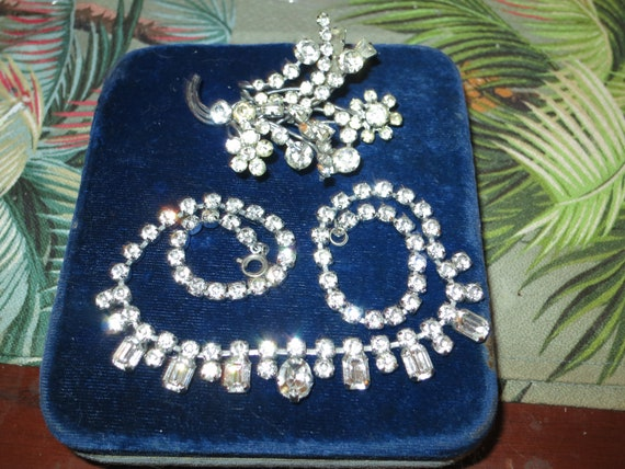 Vintage  silvertone diamante glass necklace and brooch set