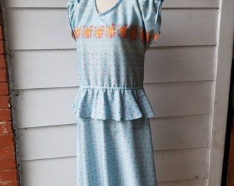 1960s Baby Blue Flower Dress    Medium-Large    Sold As Is