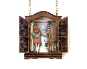 The lion, the witch and the wardrobe. Necklace with tiny scenes inside. LaliBlue