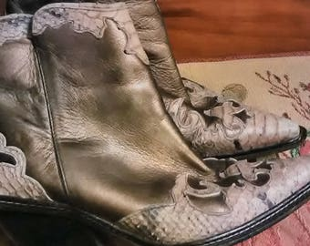 SPRING SALE! Gorgeous Donald J Pliner woman's italian leather crocodile ankle boots shipping included hickvilleusa