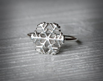 Snowflake Ring - Silver Snowflake - Christmas jewelry - Sterling Silver - Jewelry by Katstudio