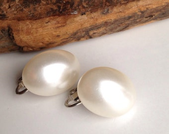 Vintage Earrings, Vintage Faux Pearl Clip Ons, Vintage Clip Ons, Oval Shape, Etsy Jewelry, Etsy Vintage