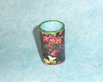 Pencil holder / vase for flowers artificial or natural dry in a cardboard roll