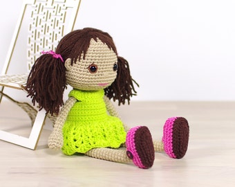 PATTERN: Amigurumi doll with a removable dress and shoes