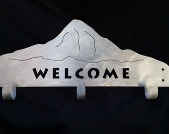 Metal mountain welcome hanger