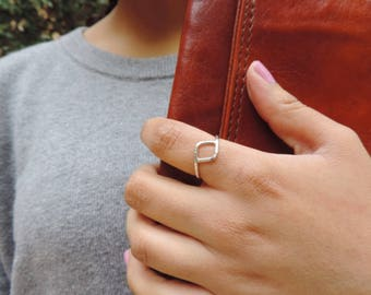 Hammered rhombus ring