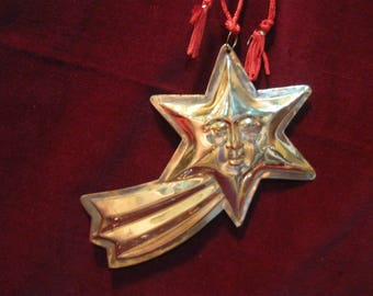 """Free Shipping! N0S 3D Large BRASS SHOOTING STAR 6"""" x 3.5"""" Metal Christmas Tree Ornament Vintage 1970s Hanging Celestial Star w/ Face 1351"""