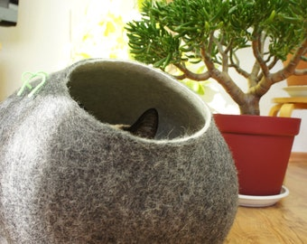 Cat bed, house, cave. Size M. Natural sheep wool. Handmade. Felted. Color dark grey. Made by kivikis.