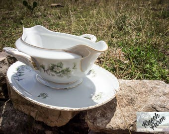 Franconia Hawthorn Gravy Boat with Attached Plate