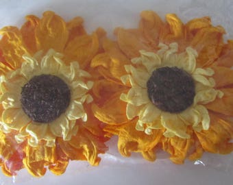 set of 2 crepe paper flowers with back a clip and a magnet - orange and yellow