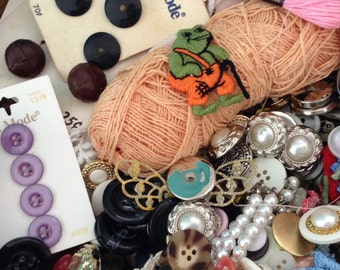 Estate Sale buttons - Vintage Sewing Basket - Lots of Buttons - Chinese Wicker Basket - mixed sewing supplies - embroidery floss - appliqués