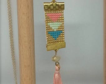 Pink necklace with pendant tassel and triangle pattern