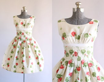 Vintage 1950s Dress / 50s Cotton Dress / Red and Green Carnation Print Dress w/ Ribbon Detail XS