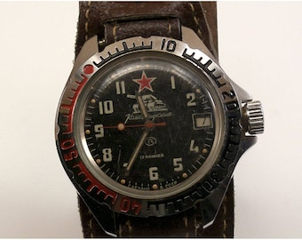 Vintage Komandirskie mechanical Russian wrist watch shipped in a Vintage Russian Pipe Box