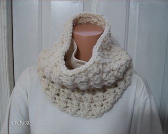 Crochet Chunky Cowl in Pretty Cream