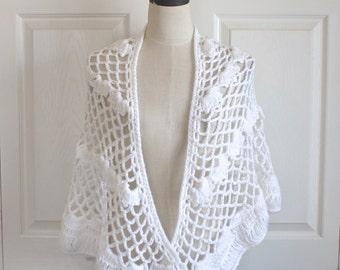 1960s White LACE Knit Shawl Cape. Vintage 60s Grannie Acrylic Crocheted BoHo HiPPie Granny Wrap . Small Medium