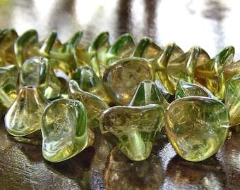 Three Petal Czech Glass Bead Chrysolite Celsian Flower : 12 pc Green Flower Bead
