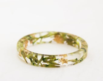 Thin Eco Resin Ring With Pressed Sea Lavender, Green Gold/Copper/Silver Ring Band, Nature Inspired Resin Jewellery