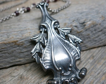 Nandina necklace ... antiqued silver / pyrope garnet / art nouveau festoon