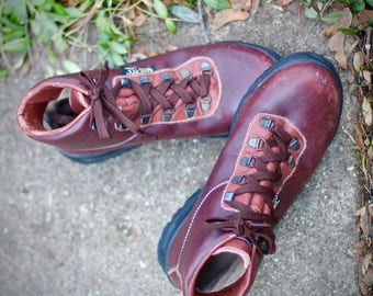 Vintage Vasque Sundowner Hiking Boots- Made in Italy in 1995- Size 8.5 Womens Leather and Gore-Tex may fit trans/other genders