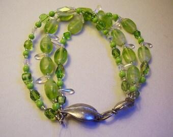Drei Strang Armband Stacking Armband Lime grün Armband Pixie Glas Blatt Armband Crystal Armband mit Zinn Blatt wechseln