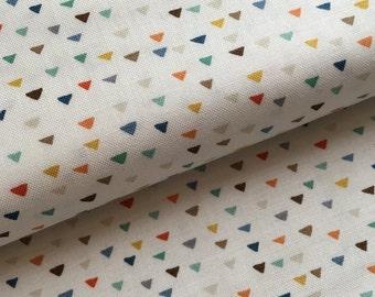 Baby Jungle Triangles (white) FatQuarter
