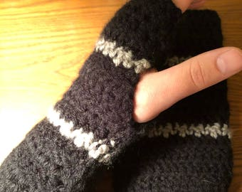 Black and grey arm warmers