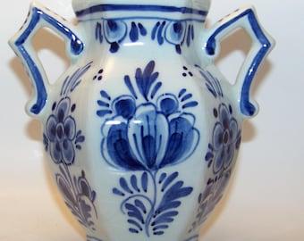 Vintage Hand painted De Delftse Pauw D.P. Blauw 2 Handle Vase 89 Floral Signed B.W.