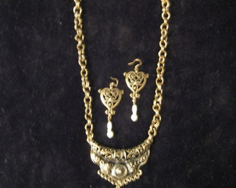 Antique Brass Necklace w/Pierced Earrings