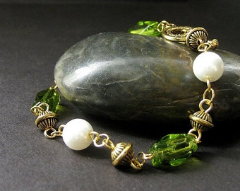 Elixir of Absinthe Green Bracelet in Glass, Pearl and Gold. Handmade Jewelry by Gilliauna