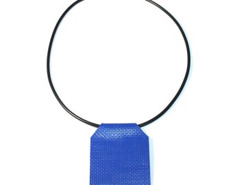 Electric blue recycled plastic collar