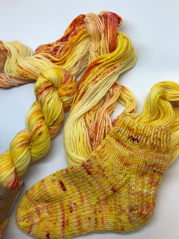 Here comes the sun - 50g 100% Superwash Merino DK double knit yarn, hand dyed in Scotland, variegated, red mustard yellow