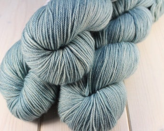Hand - dyed skeins Fingering - superwash Merino, cashmere and Nylon - 100 g / m 350 - Azurin