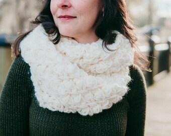 Cream crochet scarf, crochet infinity scarf, cream cowl scarf, cream circle scarf, women's scarf, wool infinity scarf, cream infinity scarf