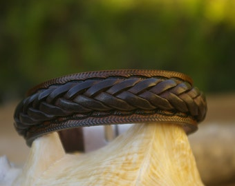 Hand tooled bracelet,with braided ribon, and silver plated magnetic clap.Available in Black or Dark brown color.Bracelet  wide 2 cm.