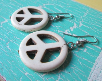 Earrings with cream Peacezeichen made of stone * hippie * Boho * Gipsy * FESTIVAL * style * earrings * Chandeliers * lang